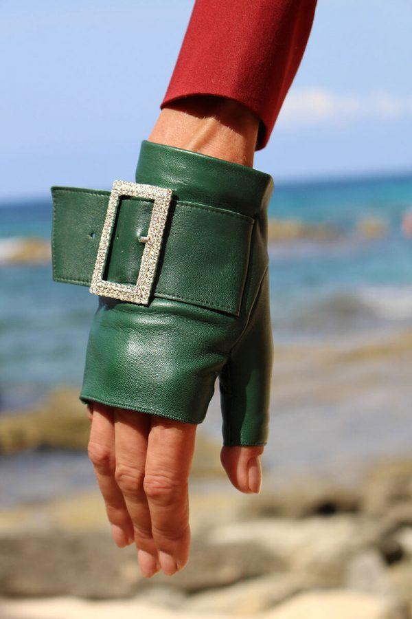 mitones-guantes-piel-hebilla-piedras-strass-Audrey-emeral-verde-Armèlle-Spain-3