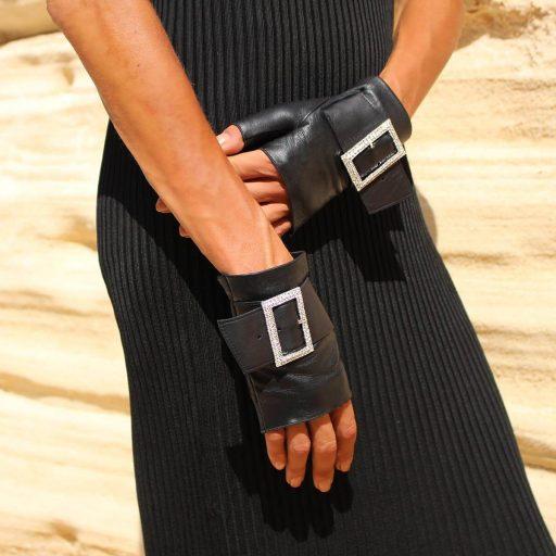 Fingerless-gloves-Audrey-black-strass-buckle-Spain-Armèlle 2