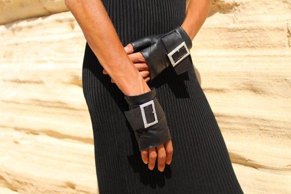 mitones-guantes-piel-hebilla-piedras-strass-Audrey-negro-Armèlle-Spain-2