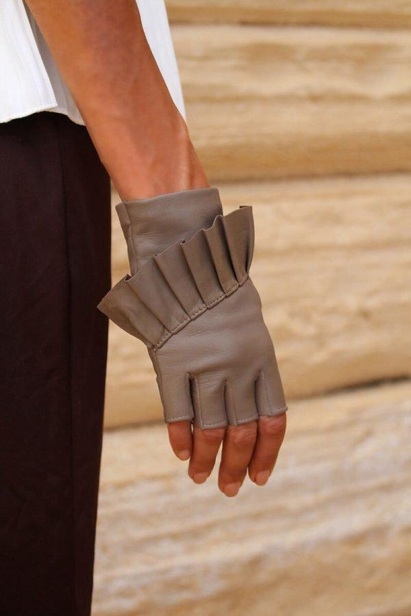 mitones-guantes-elegantes-piel-cuero-Giorno-taupe-Armèlle-Spain-2