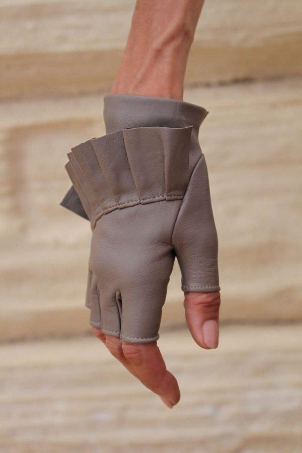 mitones-guantes-elegantes-piel-cuero-Giorno-taupe-Armèlle-Spain-3