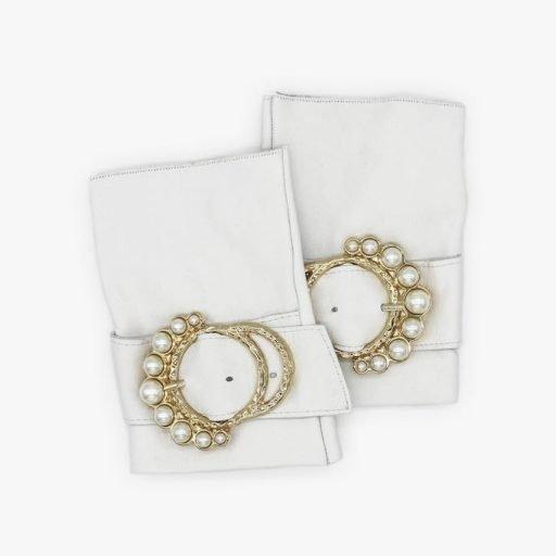 Guantes-extravagantes-piel-perla-blanco-hebilla-perlas-Armèlle-Spain-1