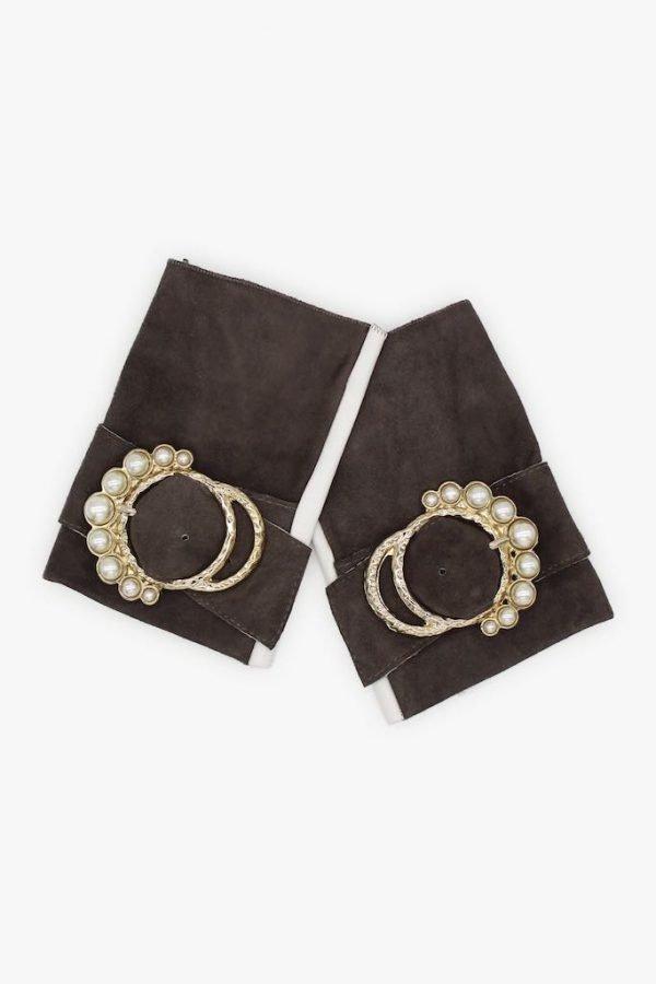 Mitones-piel-perla-gris-blanco-lujo-hebilla-perlas-Armèlle-Spain-3
